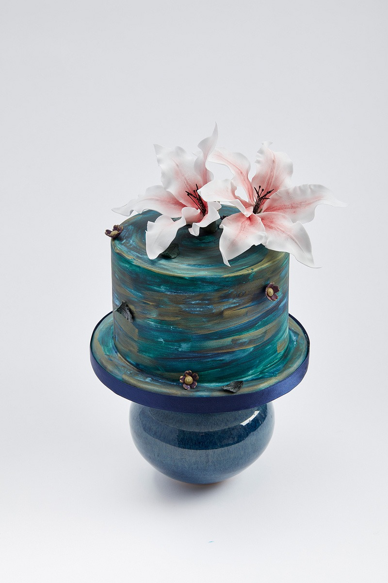 Lilies Swirling in the River | Clare Anne Taylor Couture Cakes