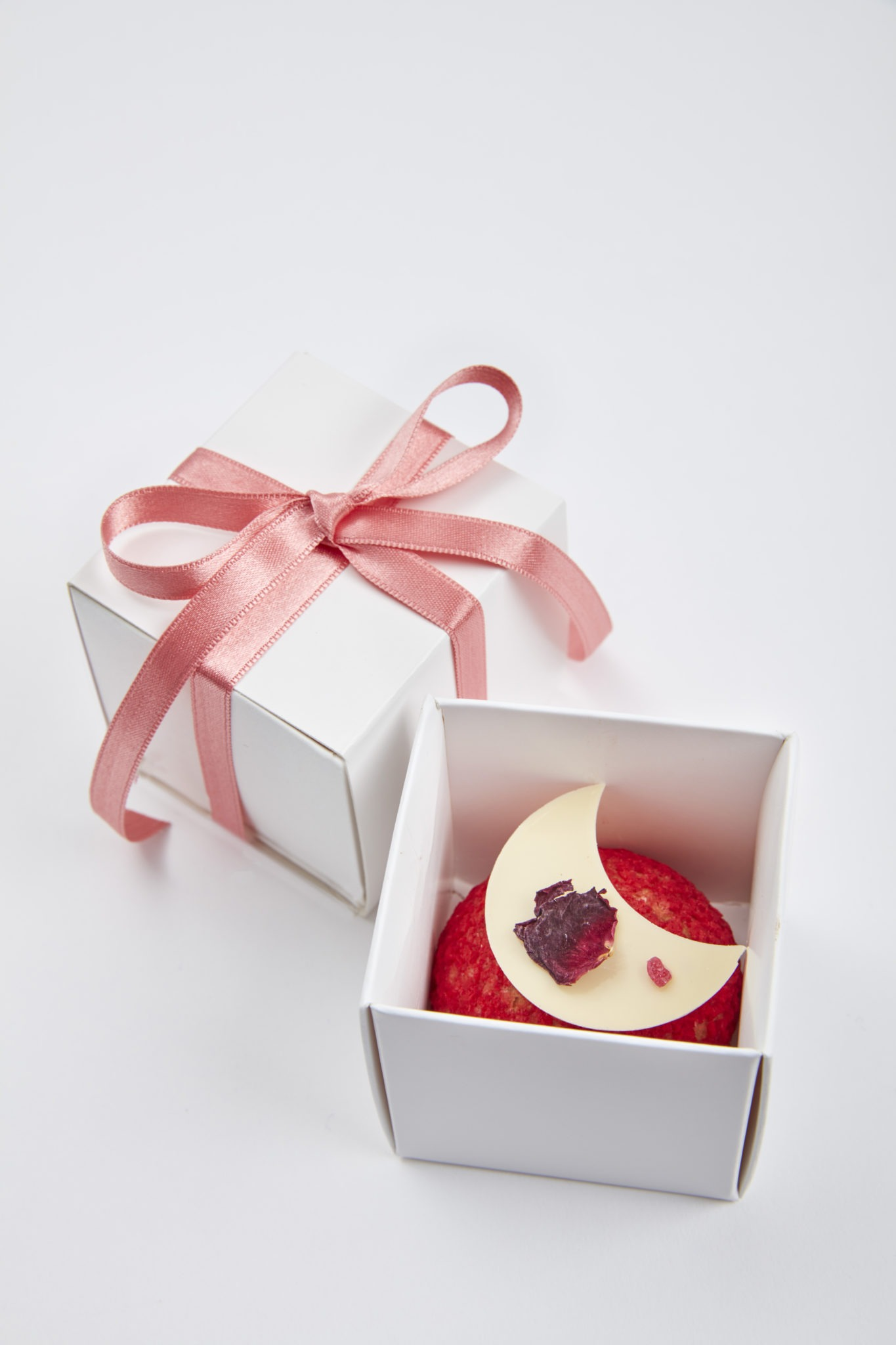 Raspberry Rose Choux Bun Favour Box | Clare Anne Taylor Couture Cakes